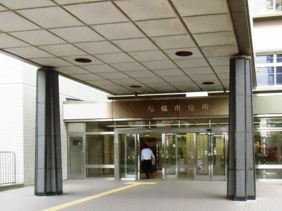 #05C5378船橋市役所玄関.jpg