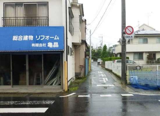 #05平川荘へのバス通りからの曲がり角.jpg