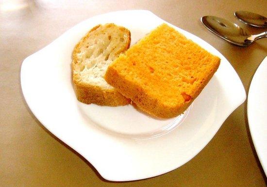 #07P881フランスパン&トマトパン.jpg
