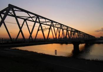 #08京成鉄橋全景G2581.jpg