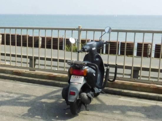 $37鎌倉高校近辺サーファーのバイク142646.jpg