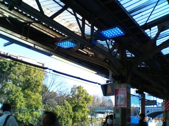 #01駅構内の照明装置.jpg