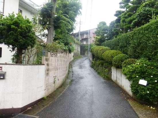 #06この坂を上がった所が平川荘(跡地).jpg