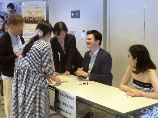 #10シュッツさん島田さんサイン会16時31分.jpg