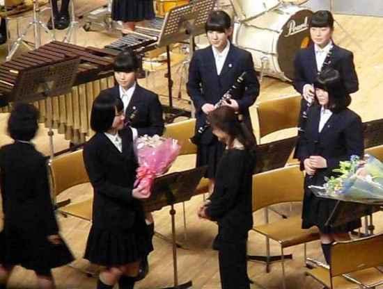 #23&7-3花束贈呈顧問福田先生へ.jpg