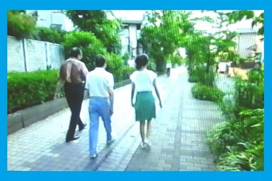 &24玉電レール跡を歩くタモリさん一行P959.jpg